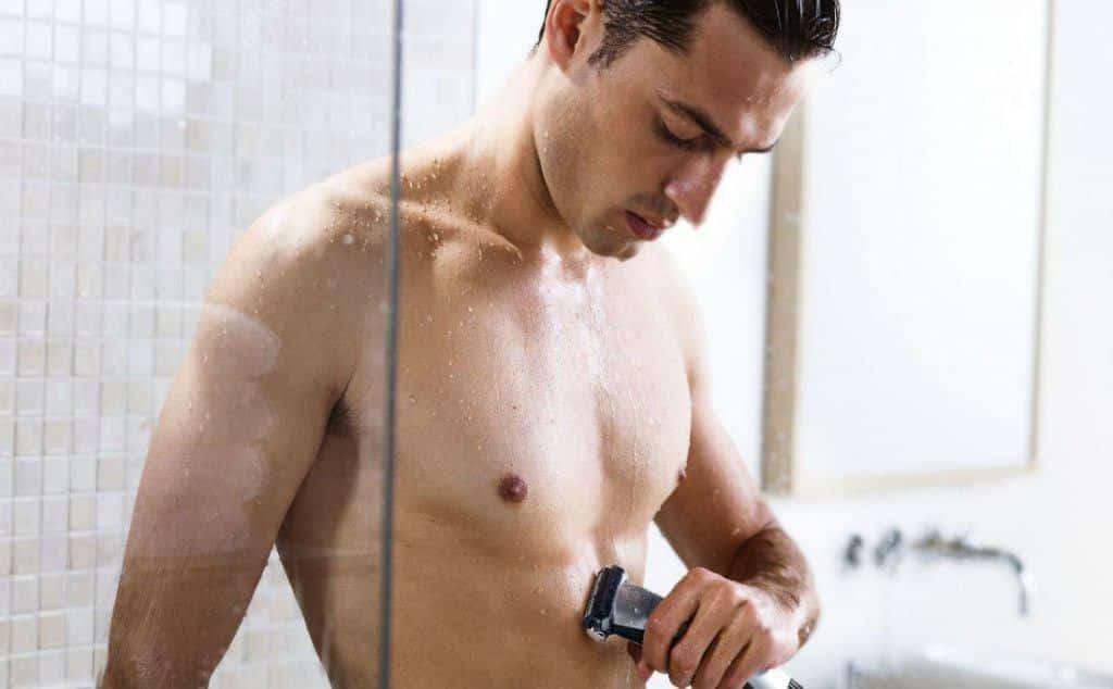 Lichaamshaar scheren voor of na douchen