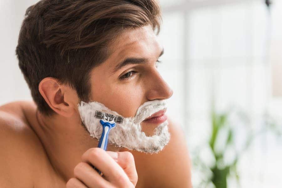 Scheren voor of na douchen